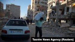 Землетрясение разрушило сотни домов в городе Сарпол-э Захаб. 13 ноября 2017 года