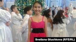 Азиза Омарова (в красном платье). 20 декабря 2013 года.