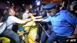 Розгін наметового табору у Києві, 18 липня 2013 року