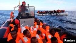 Илустрација: Спасување мигранти од Средоземното Море во близина на Либија