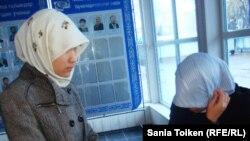 Хиджап киген студенттер. Атырау, 12 қараша 2010 жыл.
