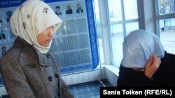 Девушки - студентки Атырауского государственного университета в хиджабах. Иллюстративное фото.