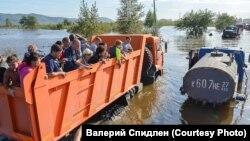 Экстренная эвакуация людей из микрорайона имени Менделеева
