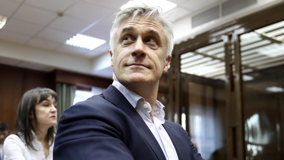Россия: суд продлил до 13 августа домашний арест американца Майкла Калві