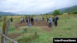 8-го мая в грузинском селе Дуиси уже были эксгумированы тела трех погибших в Лопотском ущелье кистинцев. В ближайшем времени ожидается вскрытие и оставшихся четырех могил