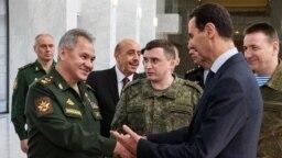 Министр обороны России Сергей Шойгу встречается с Башаром Асадом во время очередного визита в Дамаск – без всяких защитных масок. 23 марта