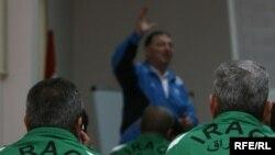 مجموعة من مدربي كرة الطائرة العراقية