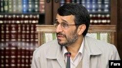 محمود احمدی نژاد قرار است روز چهارشنبه طرح تحول اقتصادی را به مجلس ارائه کند. عکس از فارس