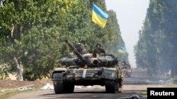 Українські танки біля села Новоселівка Перша 31 липня 2014 року