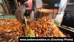 "Переработка камня на ""Янтарном комбинате"" в Калининграде"