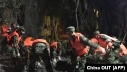 Поиски выживших после землетрясения в Цзючжайгоу на юго-западе китайской провинции Сычуань. 9 августа 2017 года.