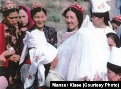 Казахи Ирана проводят свадебный обряд. 1978 год. Автор фото - Мансур Киай.