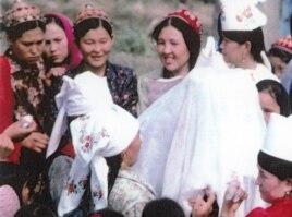 Иран қазақтарының келін түсіру тойы. Иран, 1978 жыл. Суреттің авторы - Мансұр Киай.