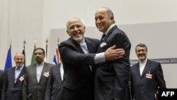 Участники переговоров по иранской ядерной программе после достижения соглашения.