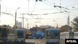Троллейбусы Астаны на конечной остановке. 8 октября 2008 года.