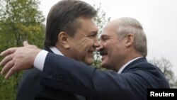 Віктар Януковіч і Аляксандар Лукашэнка, 2010 год