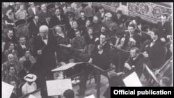 Richard Strauss dirijînd Orchestra Filarmonică din Viena