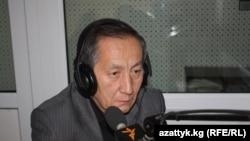 Акылбек Сариев.