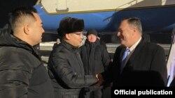 Госсекретарь США Майк Помпео в аэропорту Нур-Султтана. 1 февраля 2020 года.