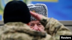 Петро Порошенко на полігоні Національної гвардії у лютому 2015 року