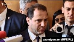 Министр обороны Давид Тоноян беседует с журналистами, Ереван, 4 ноября 2019 г․