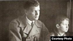 Микола Мінько із сином Романом, травень 1937 року. Фото з архіву історичного музею Дніпра