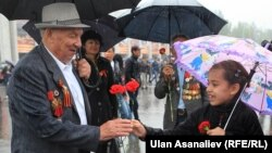 9-майга карата Бишкекте өткөн майрамдык иш-чарадан бир көрүнүш