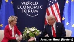 Donald Trump i predsednica Evropske komisije Ursula von der Leyen u Davosu