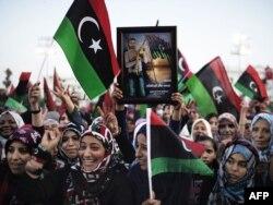 Ливия астанасында Муаммар Қаддафидің қазасы қуанышты хабар болып естілді. Триполи, 20 қазан 2011 жыл
