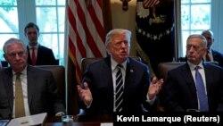 رئیسجمهور آمریکا میگوید که «از مورد سوءاستفاده قرار گرفتن» در ارتباط با توافق هستهای «خسته شده است».