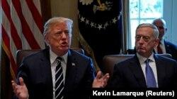 Президент США Дональд Трамп (слева) и министр обороны США Джим Мэттис.