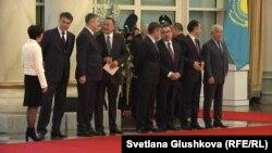 Казахстанские министры в резиденции президента. Астана, 9 октября 2015 года.