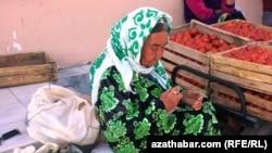 Türkmenistan: Aýlyklar 10, nyrhlar 100 prosent gymmatlady