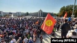 د خلکو تر پراخو مظاهرو وروسته د قرغیزستان حکومت ړنګ شو (د ۲۰۲۰ز د اکتوبر پېنځمې انځور.)
