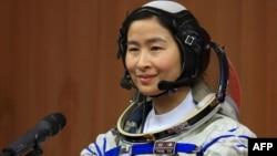 Перша китайська жінка-космонавт Лю Ян