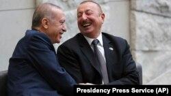 Recep Tayyip Erdoğan (solda) və İlham Əliyev
