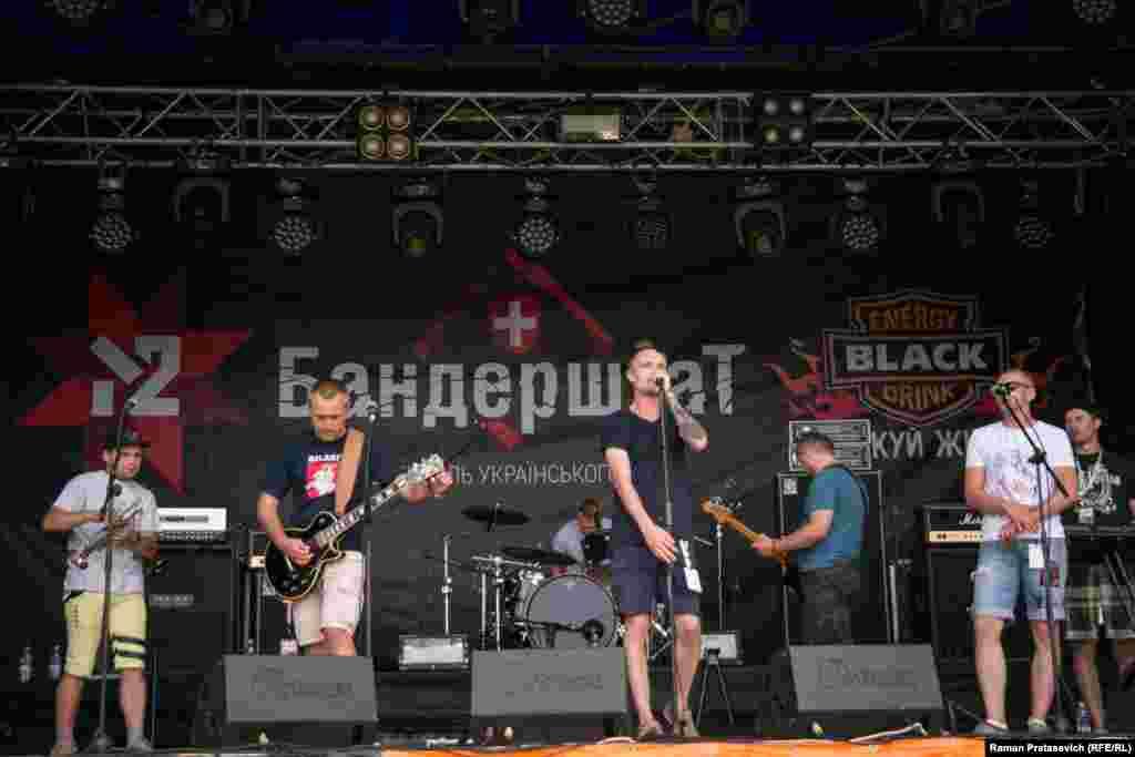 Беларускі гурт «Zatochka» засьпяваў пра міліцыю, родную мову і«Белыя крылы»