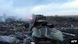 Зымыран тиіп құлаған Boeing 777 ұшағы. Украина, 17 шілде 2014 жыл.