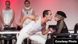 """Театарската претстава """"Жени без маж и ништо повеќе"""" во режија на Софија Ристевска и продукција на Малиот драмски театар од Битола."""