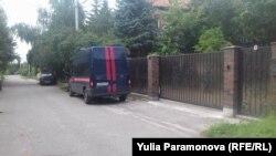 Полиция у дома Ивана Лузина