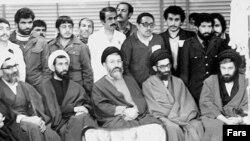 از چپ به راست، احمد خمینی، علی خامنه ای، محمد حسینی بهشتی و محمد جواد باهنر
