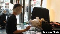 هپنینگی علیه شکنجه و زندان در ایران که در پاریس اجرا شد: Ruban Vert