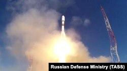 Старт ракеты «Союз» с военным спутником «Космос-2546» с космодрома Плесецк, 22 мая 2020 (архив)