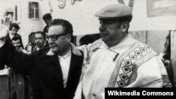 Çili şairi Pablo Neruda və çili prezidenti Salvador Alliyende.