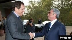 Ֆրանսիա - ԵԽԽՎ-ի նախագահ Ժան-Կլոդ Մինյոնը ողջունում է Հայաստանի նախագահ Սերժ Սարգսյանին, Ստրասբուրգ, 2-ը հոկտեմբերի, 2013թ․