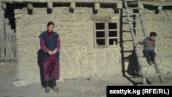 Майрам - алыскы тоо койнундагы айтылуу Зардалы кыштагынын тургуну. 09.12.2010.