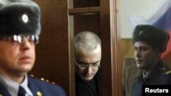 Михаил Ходорковский в Хамовническом суде, 6 апреля 2010