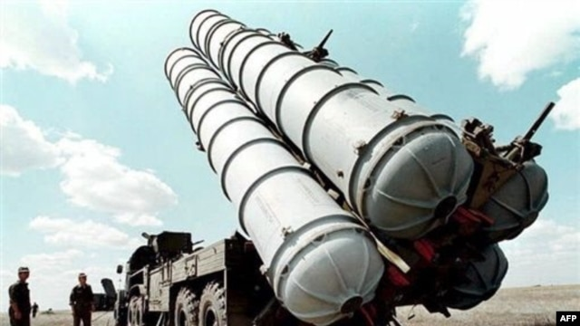 Air defense missiles pictured at a military training camp in Russia in 1996. A new treaty would limit both nuclear warheads and delivey vehicles.