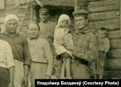 Нямецкі салдат зь дзіцем. Смаргоні, 1916 год