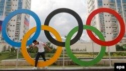 Բրազիլիա - Օլիմպիական խաղերի խորհրդանիշ օղակները Ռիո դե Ժանեյրոյում, որտեղ անցկացվել են 2016 թվականի ամառային Օլիմպիական խաղերը, օգոստոս, 2016թ․